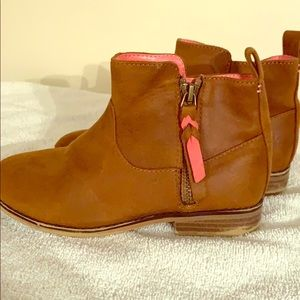 Little girls Cat & Jack ankle boots!